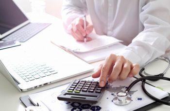 Quer saber como garantir o Controle e a Gestão das contas médicas?